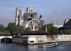 Polski biskup apeluje: Pomóżmy w odbudowie katedry Notre Dame